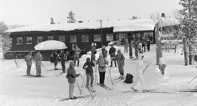 Lappi ja Suomen Latu ovat kuuluneet yhteen alusta lähtien. Latu rakennuttama Kiilopään luontoliikuntakeskus 1985. Kuva: Teuvo Kanerva/Museovirasto.