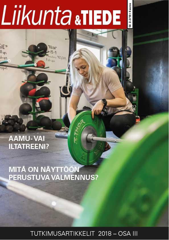 Liikunta & Tiede -lehden 2–3/2019 kansikuvassa nainen kiinnittää painoja levytankoon kuntosalilla.