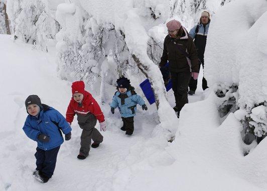 Elämys- ja seikkailupedagogiikka vie ulos talvellakin