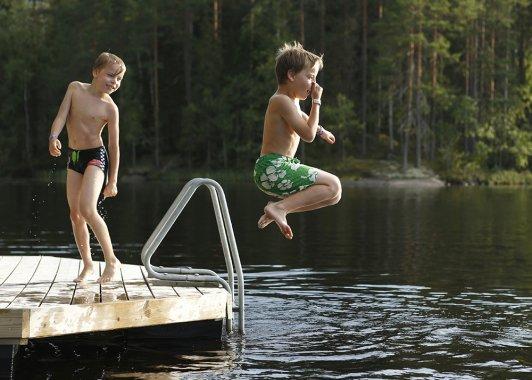 Uusi suositus lapsille ja nuorille: Tunti päivässä liikkumista
