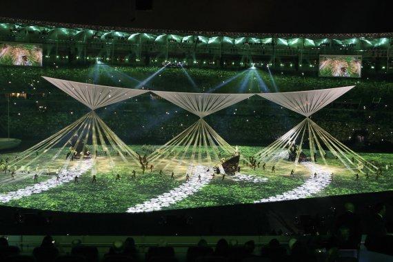 Olympiakisojen avajaisissa väreilee politiikka