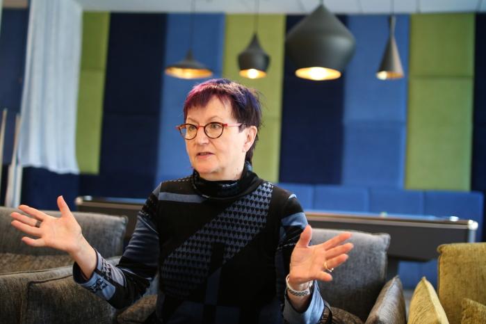 Neurologi, aivotutkija Kiti Müller.