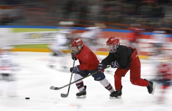 Vauhdikkaita jääkiekkoilijoita.