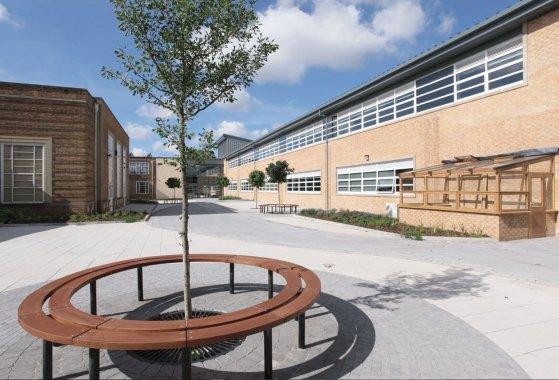 Koulun pihalla ei aina riittävästi mahdollisuuksia liikkumiseen koulupäivän aikana