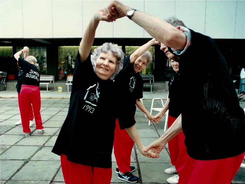Ikäinstituutin Valssi-koulutusohjelma toi liikunnan vanhustyöhön. Kuva: Ikäinstituutti.