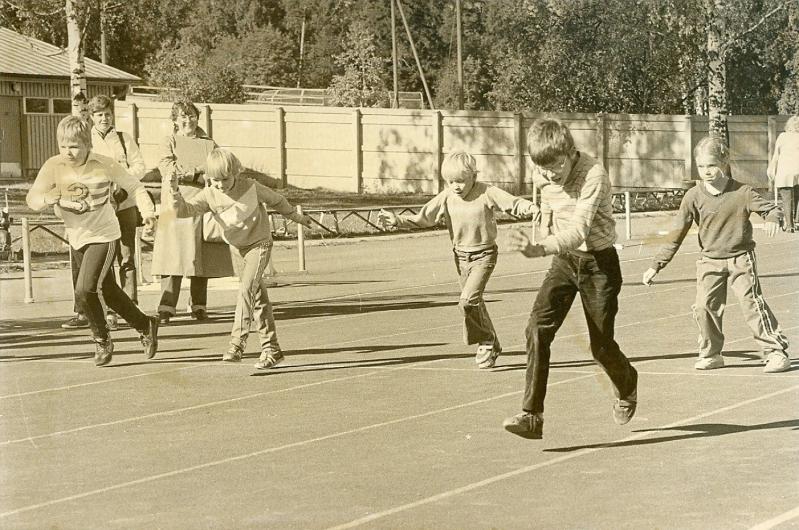 Eläintarhan kisat 1970-luvun lopulla. Kuva: VAU ry:n arkisto.