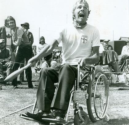 Eero Mäki keilanheitossa Stoke Mandervillen kisoissa vuonna 1974. Kuva: Voitto Korhonen.